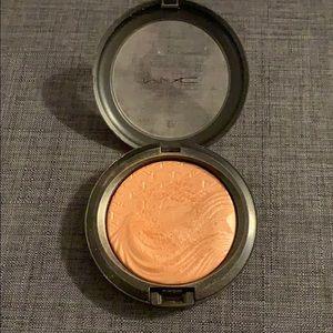 Mac Pre-loved Extra Dimension Skin-finish